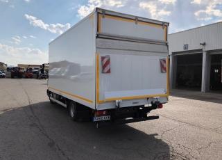 Camión IVECO ML75E21/P del año 2015, con 69.000km, con caja paquetera y puerta elevadora.