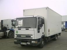 Camión IVECO ML80E17 con caja paquetera y puerta elevadora