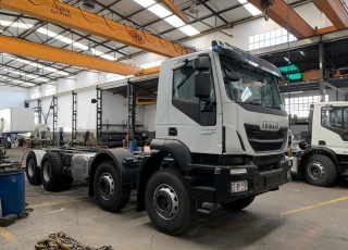 New IVECO Trakker AD410T50, 8x4 of 500cv, Euro 6 with automatic gearbox.