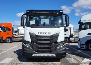 New IVECO X-WAY AD280X42YPS ON+ 4.500 en chassis