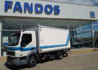 Camión DAF,  Modelo LF 45.220 con cambio manual,  345.903km, del año 2003, con caja isotermo con puerta retractil.  Precio 9.000€+IVA SIN garantía.