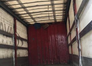 Camión rígido DAF LA LF 45.220, del año 2005, con 1.110.000km,  de 12Tn, con caja semitauliner de 7.15m X2.48m X 2.64m, con puerta elevadora retráctil,