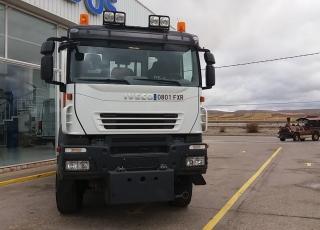 Camión de ocasión marca IVECO   modelo AD190T33W,  4X4, de 330cv, del año 2007 con 134.328km con caja basculante y placa para cuña quitanieves.