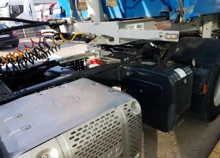 Cabeza tractora IVECO AT440S42T/P, Hi Road, manual, Euro 6, del año 2014 con 160.450km, con equipo hidráulico y bañera del año 2006, de dos ejes con doble rueda, suspensión de ballesta y frenos de tambor.