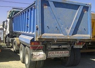 Tractora IVECO AT440S42TP, manual con intarder,  con bañera de hierro basculante de dos ejes.  VENDIDO