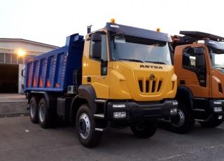 Camión dumper  EURO3 Iveco ASTRA HD9 64.42 6x4, 420cv  Camión caja volquete CANTONI de 16m3.