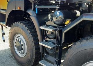 Nuevo IVECO ASTRA HHD9 86.50, 8x6 de 500cv, Euro 6 con 3m de anchura. - Cambio Allison 4700 con retardador hidráulico de 7 marchas sincronizadas adelante + 1 en marcha atrás.  - Ejes Meritor.  - Para 65Tn de GVW. - Neumáticos grandes 14R20.  - Con caja basculante CANTONI de 24m3,  - Protector de cabina Rops - Fops, protección de vuelco y caída de objetos. - Con Certificado CE de maquinaria.