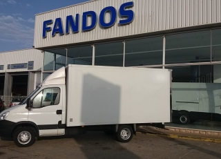 Used Van IVECO 35C15 with closed box, year 2014, with 187.343km