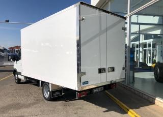 Furgoneta de ocasión IVECO 35C15 del año 2014, con 183.500km, carrozada con caja paquetera.