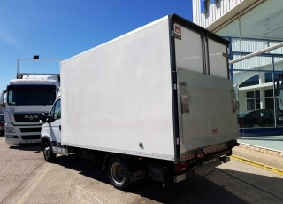 Used Van IVECO 35C15 with closed box, year 2007, with 82.291km