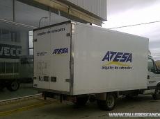 IVECO 35C15, del año 2010, solo 104.600km, con caja paquetera de 20m3.  Equipada con aire acondicionado, elevalunas eléctricos, radio CD