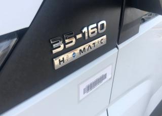 Furgoneta de ocasión  IVECO 35S16A8, del año 2017,  con 87.000km, con cambio automático Hi Matic carrozada con caja paquetera y puerta elevadora.  Precio 22.500€+IVA con 12 meses de garantía de cadena cinemática o 40.000km, con mantenimientos, revisada matriculada en España e itv en vigor.