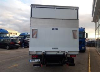 Furgoneta de ocasión  Marca: IVECO  Modelo: 70C18/P  Año 2017 Con 53.246km Carrozada con caja paquetera de 3.30m de longitud por 2m de altura interior y puerta elevadora.