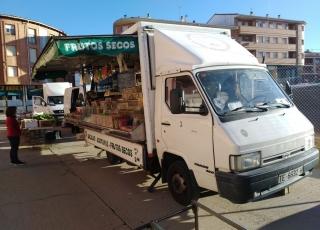 Furgoneta Nissan Trade 100, carrozada con furgón tienda del año 1998