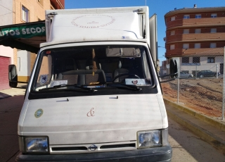 Used Van Nissan Trade 100, with shop box.