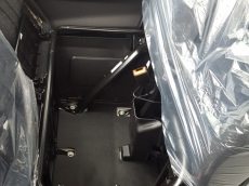 Furgoneta Nueva IVECO 35C16 de paso 3750 con rueda doble. (Nuevo Modelo 2016 Euro 6)   Equipamiento: - Espejos retrovisores calefactados y telecomandados. - Faros antiniebla. - Climatizador automático (Aire acondicionado) - Asiento conductor con suspensión. - Reposacabezas con almohadilla. - Mesa extraible en asiento central. - Suspensión reforzada con ballestin. - Rueda repuesto. - Radio DAB con transmision de datos. - Tablet holder (soporte) - Mandos en volante. Cruise control. - Avisador acustico marcha atras. - Deposito combustible 100 litros. - Cierre centralizado con telemando. - Cajón debajo de los asientos de pasajeros. - Elevalunas eléctricos. - ESP 9