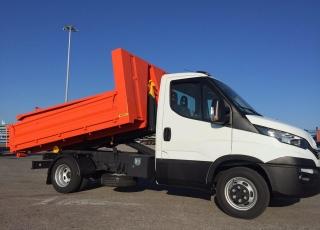 Furgoneta nueva IVECO 35C16H 3.0 3450  carrozada con gancho portacontenedores JIMECA.