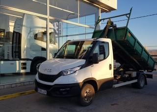 Furgoneta nueva IVECO 50C16H 3.0 3750 MY2019 carrozada con gancho portacontenedores Hyva.
