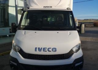 Furgoneta de ocasión IVECO 35C13 del año 2016, con 156.717km, carrozada con caja frigorífica de 3.30 x 2 x 2m.