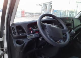 Furgoneta de ocasión  Marca IVECO  Modelo 35C13  del año 2016,  carrozada con caja frigorífica enchufable.