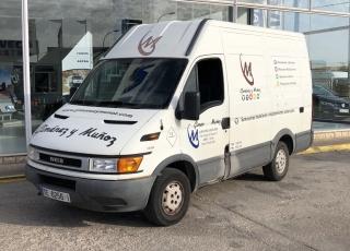 Furgón de ocasión, IVECO 35S9V,  de 12m3,  del año 2000, 90cv,  con 461.477km  Precio 1.200€+IVA, sin garantía.