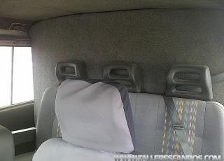 Furgón IVECO Daily 35E10 con zona de carga separada de zona de pasajeros, 6 plazas.
