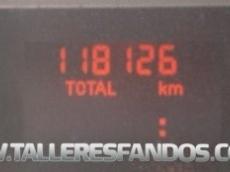 Furgón de ocasión IVECO Daily 35S13V de 12m3, del año 2011, con 118.126km, con climatizador, radio cd, elevalunas eléctricos, zona de carga protegida con tablero finlandes en el suelo y paneles de madera en las paredes.