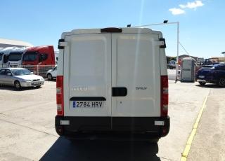 Furgoneta IVECO Daily 35S13V de 7m3, del año 2013 con 220.000km, con  6 meses de garantía de cadena cinemática.