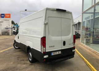 Used Van IVECO Daily 35S13V of 12m3, year 2015, with 125.384km.