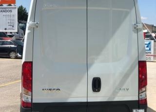 Furgon nueva IVECO 35S14SV 12m3  con el siguiente equipamiento: - Faros antiniebla. - Apertura puertas traseras 270º. - Radio bluetooth.  - Climatizador. - Mandos en el volante. - Cargador USB.