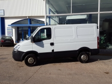 Used Van IVECO Daily 35S14V of 7m3, year 2010 with 121.833km.