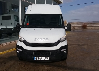 Used Van IVECO Daily 35S14V of 10.8m3, year 2017, with 41.619km.