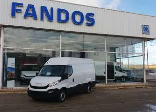 Used Van IVECO Daily 35S15V of 12m3, year 2016, with 67.606km.