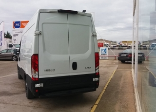 Used Van IVECO Daily 35S15V of 12m3, year 2016, with 69.298km.