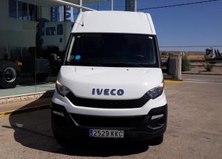 Furgón de ocasión IVECO Daily 35S15V, de 12m3, del año 2015, con 137.462km, revisada, con mantenimientos y con 6 meses de garantía de cadena cinemática o 20.000km.