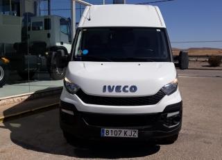 Furgón de ocasión IVECO Daily 35S15V, de 12m3, del año 2015, con 143.400km, revisada, con mantenimientos y con 6 meses de garantía de cadena cinemática o 20.000km.