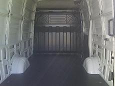 Furgón nuevo IVECO 35S15V/P 12m3, Euro5, blanco IC194  Serie: 2613 Asiento pasajero: 2 plazas 6164 Deposito de gasoil de 70 litros 693   Elevalunas electricos  Volante regulable en altura 5065 Pared divisoria cabina/zona carga 8838 3ª luz stop supletoria  EPS9(incluye: ABS9, EBD, ASR, MSR, TSM, HRB, HFC, RMI&ROM, CDP, HBA, Hill Holder y LAC  Opcionales: 2210 Rueda de repuesto 2463 Control de crucero 2714 Espejos calefactados y telécomandados 4204 Banqueta con cinturones de 3 untos 5909 Predisposición para navegador 6536 Cierre centralizado y telecomandado 6555 Faras antiniebla 6627 Asiento conductor suspensión, regulable altura y lumbares. 6650 Climatizador automático (Aire acondcionado) 6767Puerta posterior abre 270º 6784 Revestimiento suelo madera furgón 8628 Mensula portaobjetos 8650 3ª Luz stop+luz supletoria 8742 Sensor marcha atrás furgón