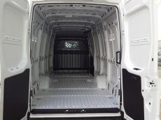 Furgón Nuevo IVECO 35S16A8V Euro 6 de 16m3. Cambio Automático Hi Matic (Nuevo Modelo 2016)   Equipamiento: - Rueda de repuesto. - Espejos retrovisores calefactados y telecomandados. - Cajón debajo de los asientos de pasajeros y mesa extraible. - Mandos en el volante. - Climatizador automático (Aire acondicionado) - Radio bluetooh. - Consola central abierta con puertos USB. - Apertura portón trasero 270º - Pared divisoria con ventana. - Soporte rueda de repuesto extraible. - Tubería blow.by calefactada. - Neumáticos de nieve carretera. -Airbag de conductor. - Cierre centralizado con telemando. - Elevalunas eléctricos. - ESP 9