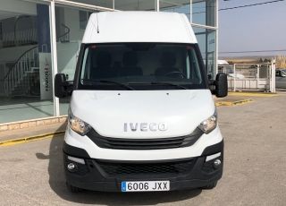 Furgón de ocasión  IVECO Daily 35S16V, de 10.8m3,  del año 2017, con 101.657km,  Equipada con: - Climatizador automático - Radio DAB - Cruice control - Mandos en volante. - Asiento confort. - Antiniebla  Precio 15.500€+IVA, sin garantía con ITV en vigor revisada y con mantenimientos.