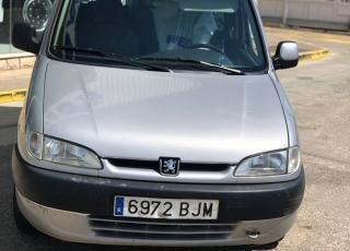 Furgoneta Peugeot Partner,  del año 2001 con 156.551km. Precio sin impuestos.