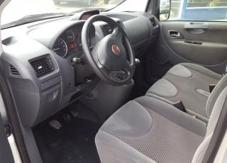 Furgoneta de ocasión de 9 plazas marca Fiat Scudo 130cv, del año 2015, con 102.000km, dada de alta como turismo. Precio sin impuestos.