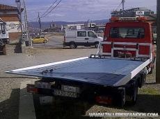 Furgoneta de rescate de vehiculos IVECO 50C15, del año 2008, con plataforma bascualnte y deslizante, incorpora cabrestante.