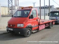 Furgoneta de rescate en carretera marca Renault Mascot, con rampa deslizante y cabrestante.