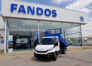 Furgoneta nueva IVECO 35C16 con caja basculante. Con rueda de repuesto, ballestas reforzadas con ballestin, climatizador automático, radio bluetooth.