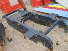 Soporte para montaje de grúa en cabeza tractora IVECO.