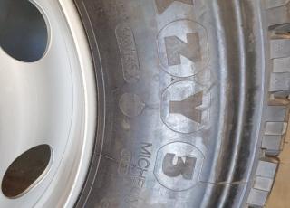 12 Neumáticos con sus llantas Michelin 11R22.5 XZY totalmente nuevas. A buen precio.