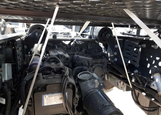"""Nueva Tractora  IVECO ASTRA HD9 64.50, 8x4 de 500cv, Euro 6 manual con intarder para 130Tn.  - Aire acondicionado.  - Ventana pared trasera cabina.  - Radio bluetooh.  - Visera exterior.  - Avisador acustico marcha atrás.  - Barra estabilizadora en eje trasero.  - Espejos retovisores calefactados y electricos.  - Suspension parabolica delantera reforzada 9tn.  - Faros rotativos LED naranjas.  - Escalon de inspección.  - Camaras de freno de estacionamiento adicionales.  - Calentamiento deposito urea y gasoleo.  - 5ª rueda 3 1/2"""".  - Freno de estacionamiento en todos ejes.  - Asiento de confort.  - ASR y  ABS Off Road.  - Cierre centralizado.  - Toma de aire auxiliar en chasis.  - Claxon electroneumatico.  - Calandra Desing pack negra.  - Cambio manual con intarder.  - Neumaticos Pirelli 385/65R22,5 y 315/80R22,5"""