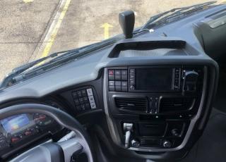 Cabeza tractora IVECO Hi Way AS440S46T/P, automática con intarder, de 2014, con 416.760km.