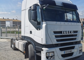 Cabeza tractora IVECO AS440S46TP, CUBE, automática con intarder, del año 2012, con 696.170km