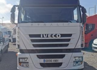 Cabeza tractora IVECO AS440S46TP, CUBE, automática con intarder, del año 2012, con 923.458km